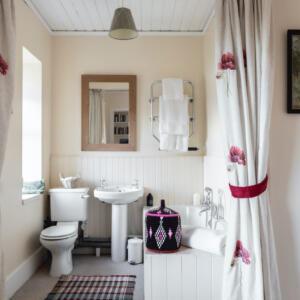 2020 Tioram int bedroom1 bathroom view A Baxter copy